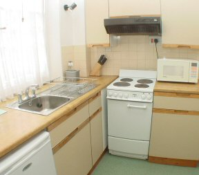 Fully equipped kitchen/breakfast room of 2nd floor 1 bedroom flat available for holiday rentals